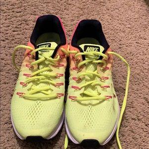 Women's Size 9.5 Nike Zoom Pegasus 33 shoes